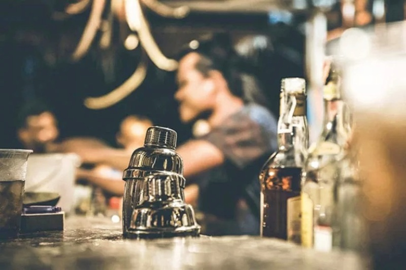 bartender bar