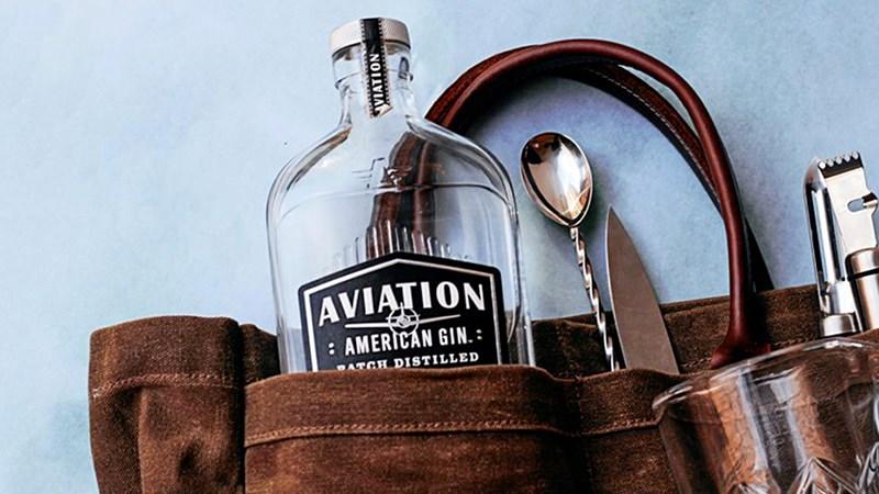 Райан Рэйнолдс жертвует доходы от Aviation American Gin для помощи барменам